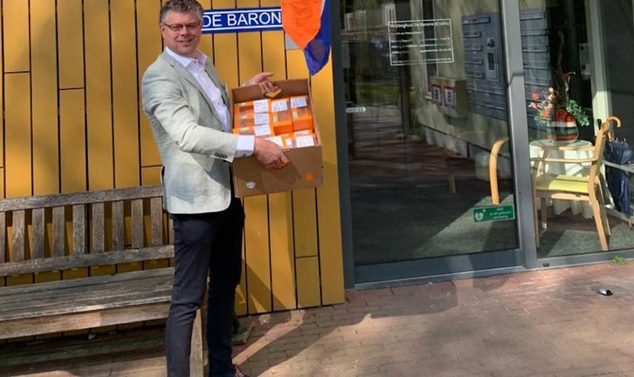 500 oranjetompoezen voor bewoners Opella-huizen en Aleidahof