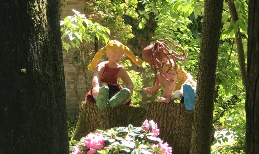 Trudie Schellekens verrijkt tuin met vrolijke beelden