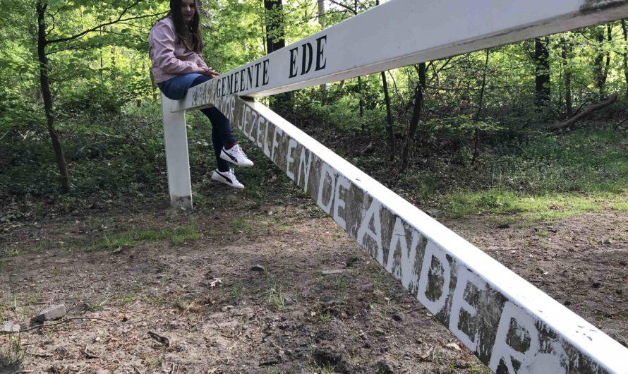 Bennekomse 'natuurdichter' verrijkt hekken met teksten
